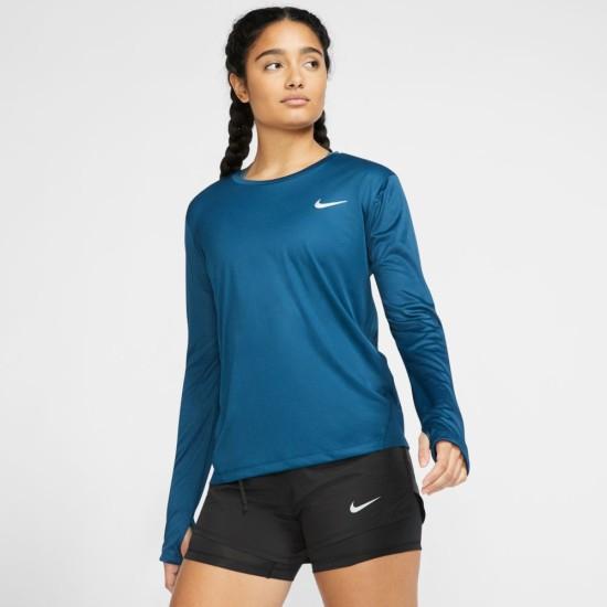 Nike Miler Top. Sweat-wicking fabric